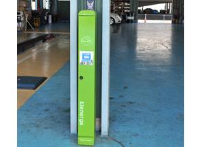 泉南総合車検センターの電気自動車充電器スタンド設置風景